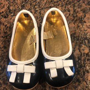 Gap toddler patent leather slip ons